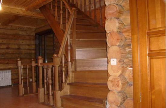 В деревянном доме в жаркую погоду прохладно