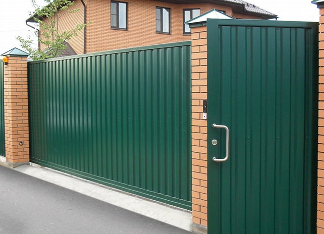 эстетичный и практичный забор
