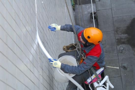 Все работы осуществляются руками промышленных альпинистов