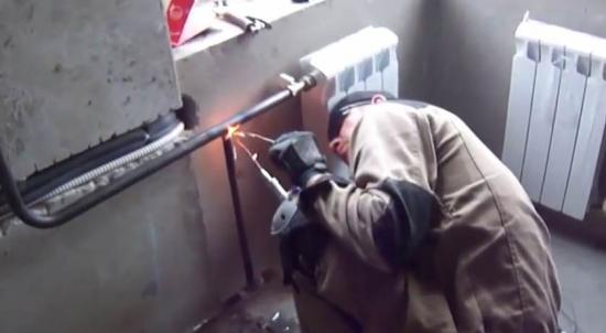Замена батарей отопления газосваркой